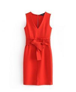 Rdeča elegantna večerna obleka.