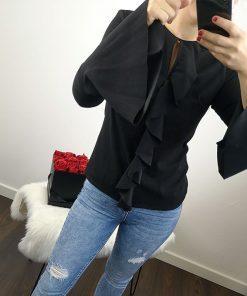 Črna bluza z volančki