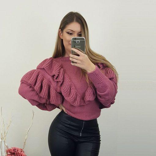 lila pleten pulover.